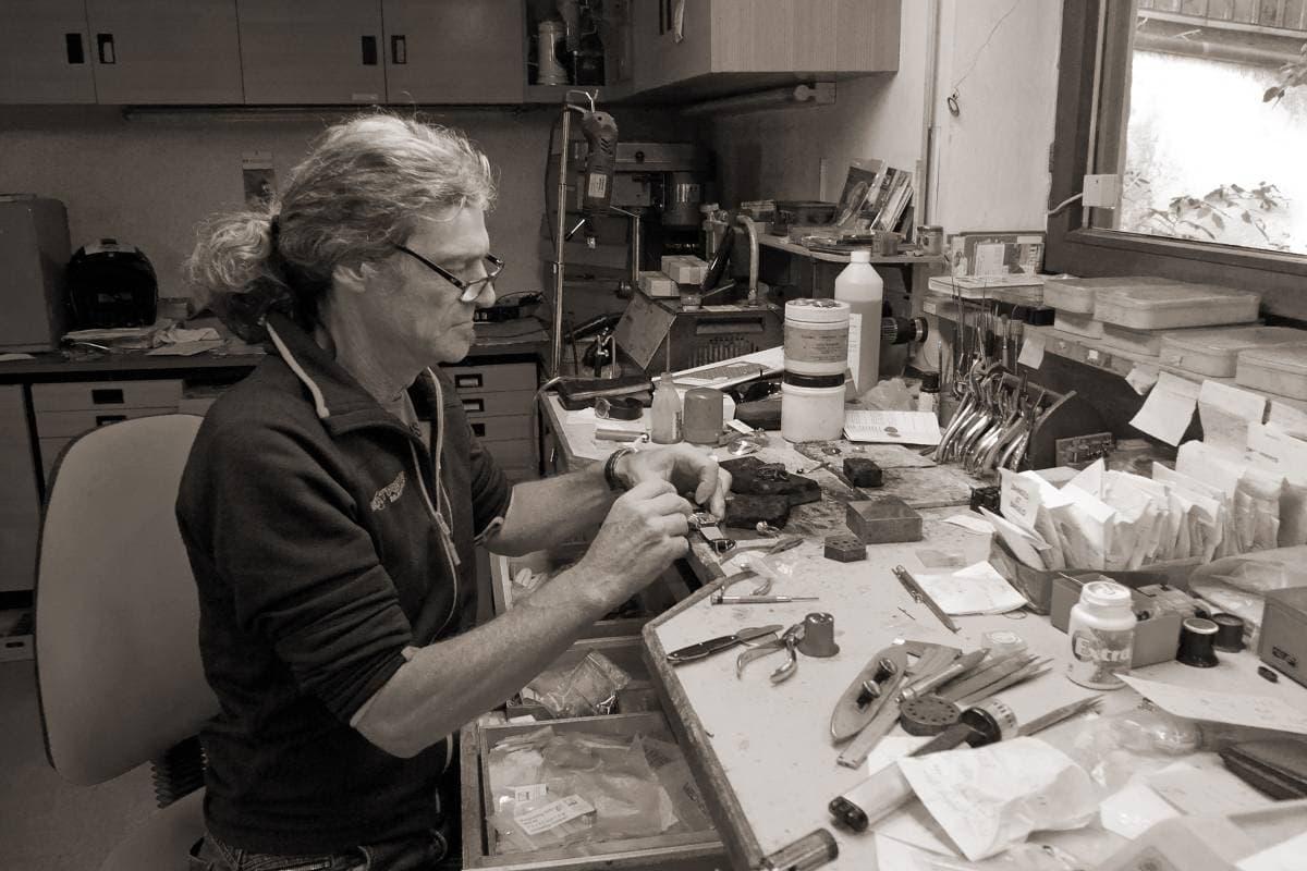 Korbinian Gabriel bei seiner Arbeit